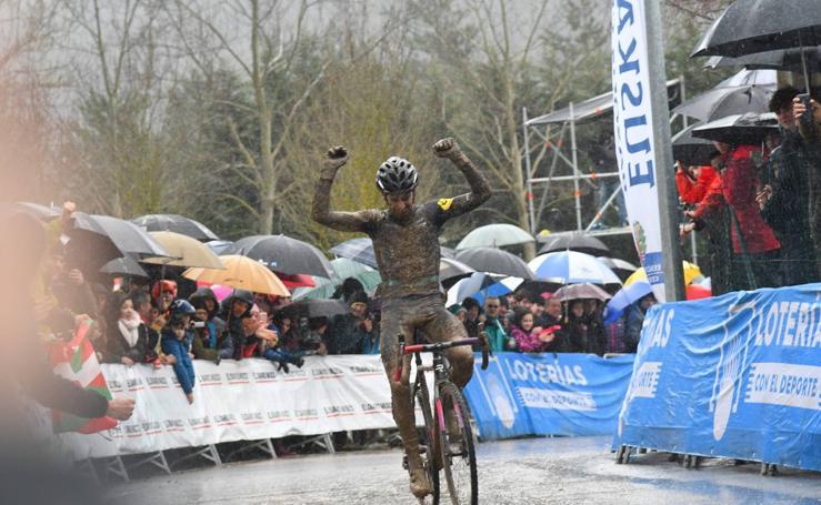 Ismael Esteban revalida su título de campeón de España de ciclo-cross