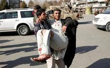Casi un centenar de muertos en un atentado con ambulancia bomba en Kabul