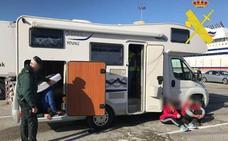 Detenidos dos vecinos de Cantabria en el Puerto de Bilbao por intentar colar a cuatro albaneses en el ferry