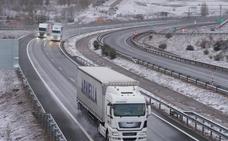 La nieve impide a los camiones circular con normalidad por la A-67