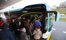 Quejas, dudas y un autobús estropeado en la primera mañana del MetroTUS