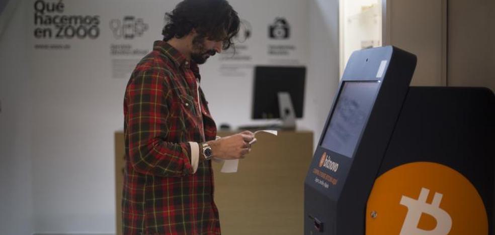 Así se compran bitcoins en el cajero