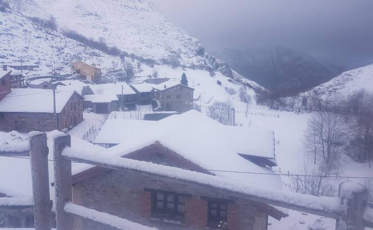 Tresviso incomunicado y Liébana, espectacular bajo la nieve