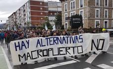 La plataforma contra el puerto deportivo de San Vicente pide «no dilapidar el dinero»