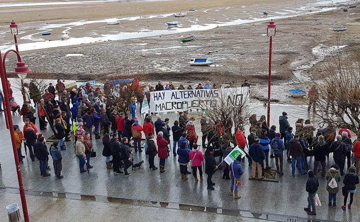 Protestas contra el puerto