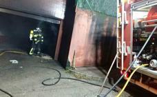 Un herido en el incendio de un garaje en Maliaño