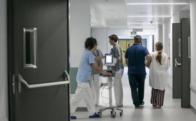 Los pacientes de Valdecilla dan un sobresaliente a las consultas, pese a las esperas «excesivas»
