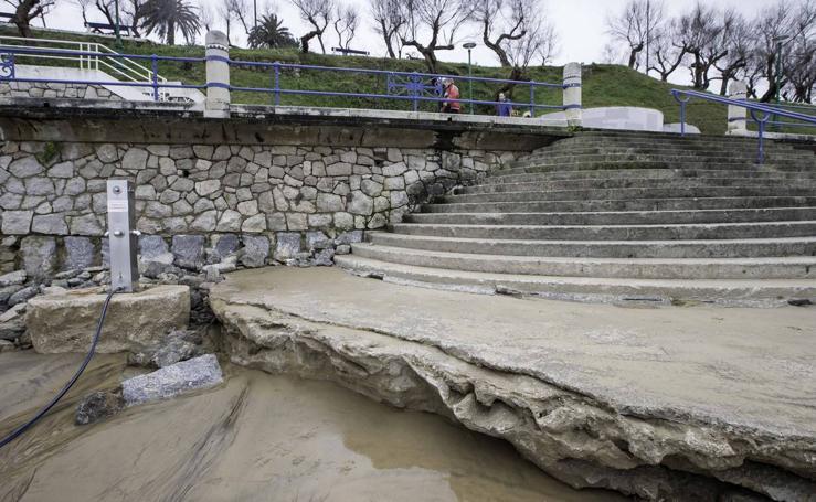 Los daños provocados por las mareas en la Segunda playa de El Sardinero