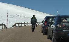 La Guardia Civil multa a 66 conductores por aparcar en Palombera