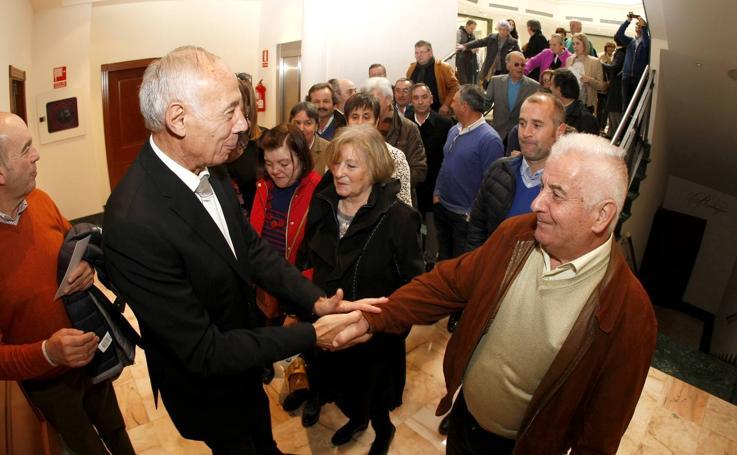 Homenaje de los vecinos de Puente Viesgo a Rafael Lombilla, el que fue su alcalde durante casi 27 años