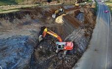 Obras Públicas retira parte del argayo para evitar nuevos movimientos de tierra