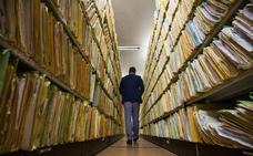 Valdecilla cierra su archivo de papel con la destrucción de 100.000 documentos
