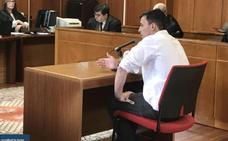 El acusado de la muerte del tendero chino agrede al director de El Dueso