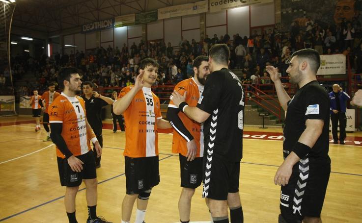 Tablas entre el Torrelavega y el Auto Gomas (26-26) en el derbi del balonmano cántabro