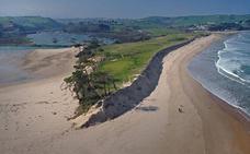 El mar se 'traga' la duna de Oyambre
