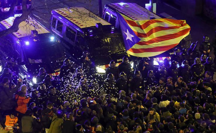 29 heridos leves en la movilización de Barcelona en protesta por las encarcelaciones de políticos