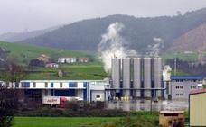 Lácteos Santander paraliza su actividad el primer día de huelga