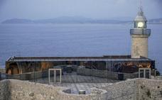 Castro inicia los trámites para abrir en octubre la cafetería del Castillo-Faro