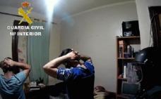 La banda que colaba polizones en el ferri hacinaba a los inmigrantes en pisos patera de Santander y Vizcaya