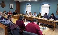 El alcalde de El Astillero salva el primer pleno en minoría con temas de trámite