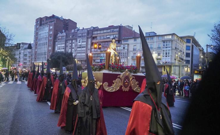 La lluvia frena las procesiones