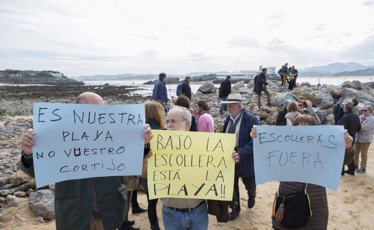 Tercera protesta contra los espigones de La Magdalena