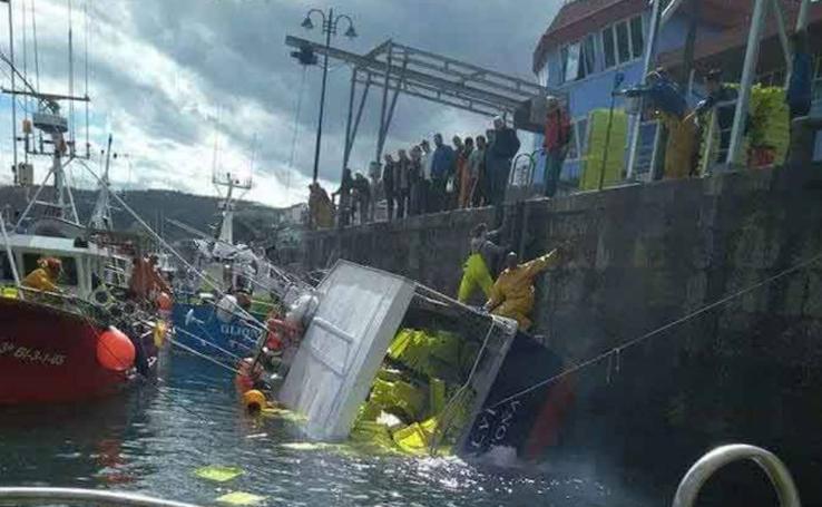 Se hunde el barco santoñés 'Alvi' en el puerto de Lastres