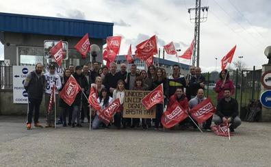 Los trabajadores de Leche Celta anuncian más días y horas de huelga tras el plante de la empresa en el Orecla