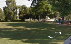 Multado con 468 euros por cortar una rama de un árbol en Punta Parayas para jugar al voleibol