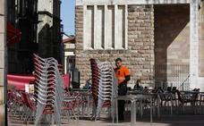 El Ayuntamiento da marcha atrás y accede a rebajar la tasa de terrazas en Torrelavega