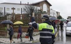 Un policía local de Santoña cobra 900 euros menos al mes que uno de Castro