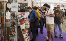 La Feria del Libro arranca con María Oruña y da paso a José Ramón Sánchez