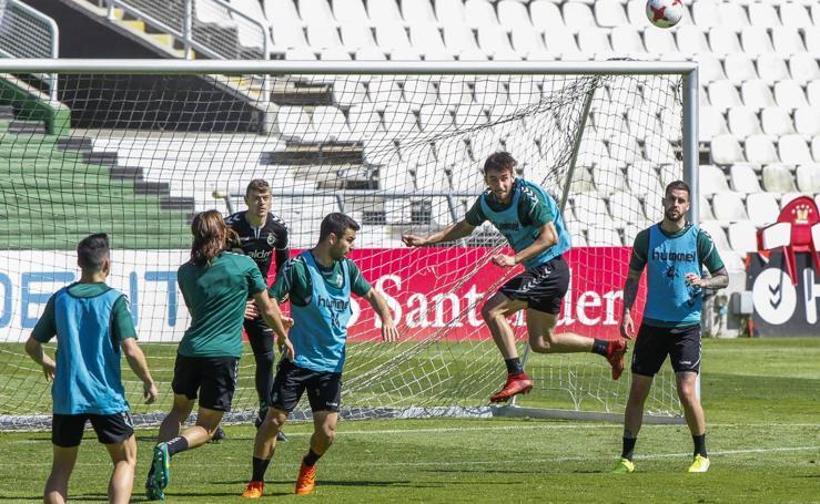 El Racing prepara en el partido ante el UD Logroñés en los Campos de Sport