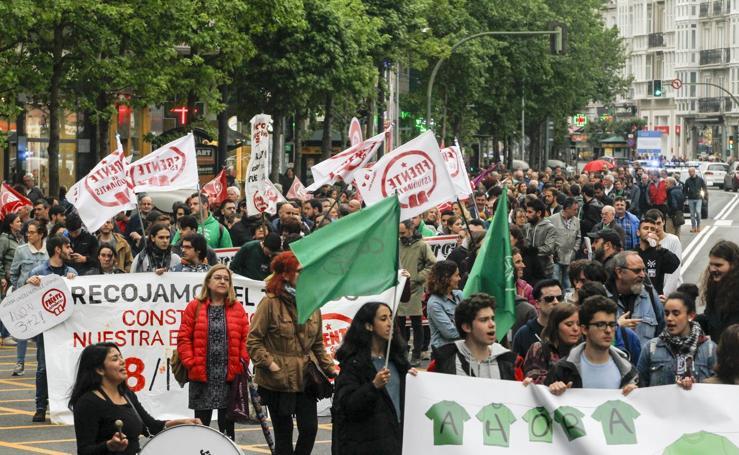 400 personas se manifiestan en Santander contra la Lomce y los recortes