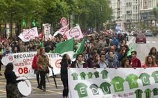 Sindicatos y estudiantes se manifiestan contra la Lomce y la política educativa regional