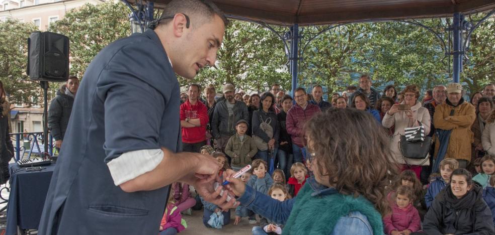 Seis mil personas arropan el Festival de la Magia, a pesar del mal tiempo