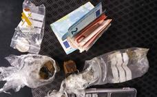 Dos menores de edad, detenidos por vender hachís a las puertas de un instituto de Puente San Miguel