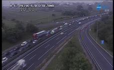 La avería de un camión causó un atasco kilométrico en hora punta para entrar en Santander