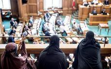 Dinamarca prohíbe el uso del velo integral en espacios públicos