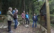 Camargo estrena una senda turística para potenciar el entorno de El Pendo