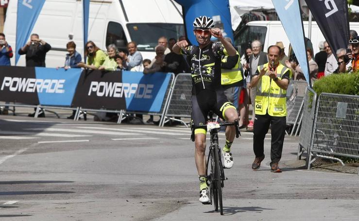 Imágenes de los ciclistas de la prueba de carretera de Los 10.000 del Soplao