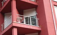 La Guardia Civil concluye su investigación sobre la muerte del bebé que cayó de un balcón en Ampuero