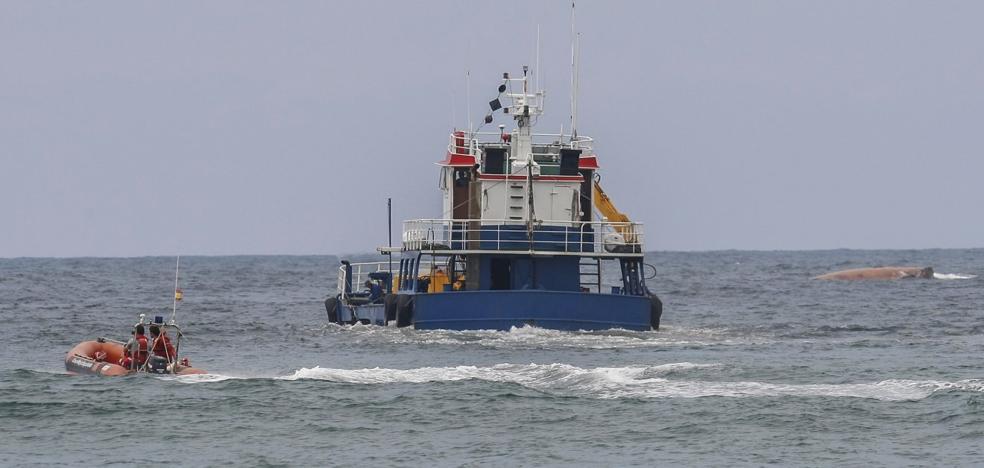 Capitanía Marítima urge al armador que reflote la draga hundida en Suances