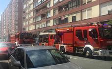 Heridas una madre y su hija en el incendio de una vivienda en la calle Marqués de la Hermida