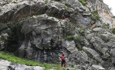 Fallece una montañera tras caer en la ruta del Cares