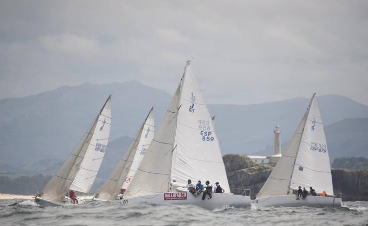 A toda vela por la bahía de Santander