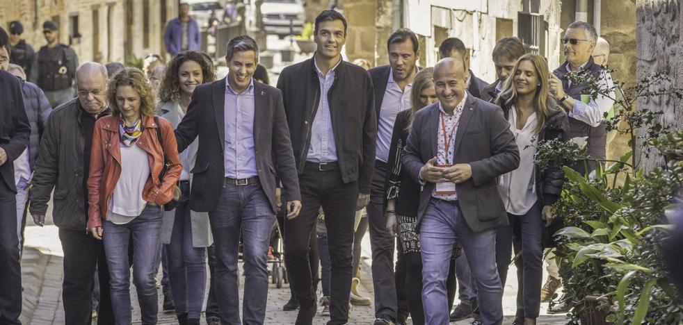 Cantabria pierde peso en el Gobierno central pero el bipartito confía en su buena sintonía con Sánchez