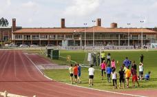 La orden judicial de desalojo del complejo deportivo Óscar Freire afecta a unas mil personas