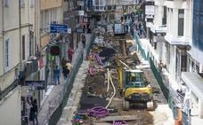 La calle Miguel Artigas, 'abierta en canal' para cambiar todos los servicios
