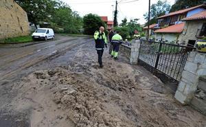 Un fuerte aguacero inunda viviendas y caminos en Pechón, Suesa, Castanedo y Camargo